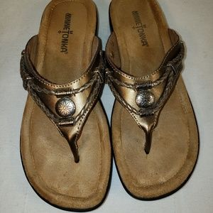 Minnetonka  Leather Silverthorne  Flip flops 6